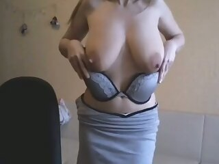 This webcam slut is a force to be reckoned with and I love her saggy breasts