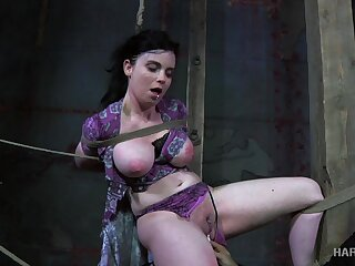 Piping hot master puts his take charge slave far real bondage and punishes her pussy