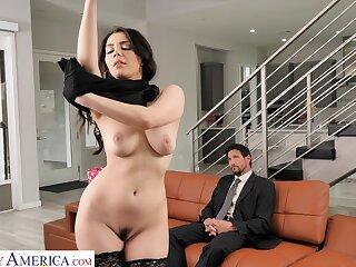 Valentina Nappi seduces the driver and fucks him at dwelling