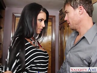 Off colour housewife Jessica Jaymes kisses her stud and gives such a good BJ
