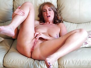 Horny mature Marta spreads her arms to masturbate on the bed