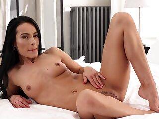 Tight european babe thrilling sex clip